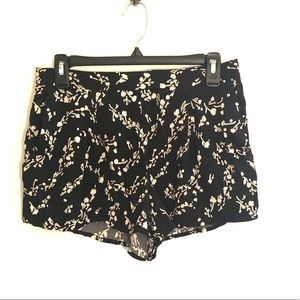 [Leith] Black/Cream Floral Shorts - Size Small